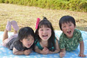 楽しそうな子供たちの写真